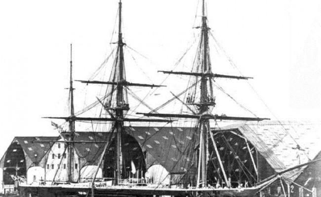 HMS_Captain_4